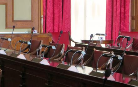 市議会のライブ、録画中継をスタート